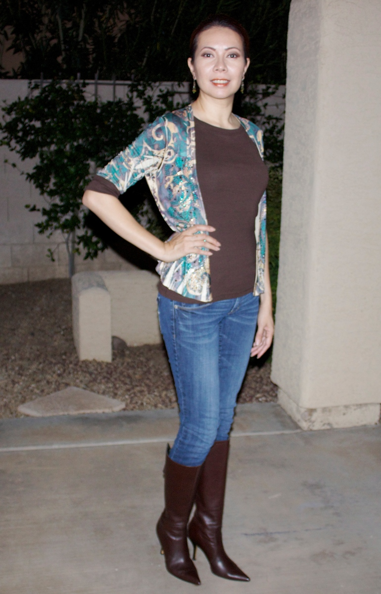 Blogger Sheila Vertuno modeling Allie Ollie Emerald Elegance Perfect Shrug